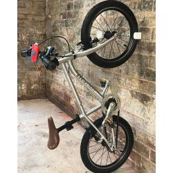 Soporte Para Colgar Bicicletas Vertical Hornit Premium Bora